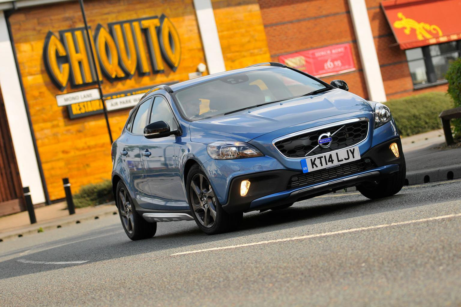 2014 Volvo V40 Cross Country D4 review