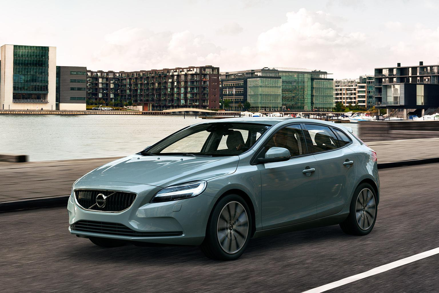 2016 Volvo V40 Facelift Pictures And Details Revealed