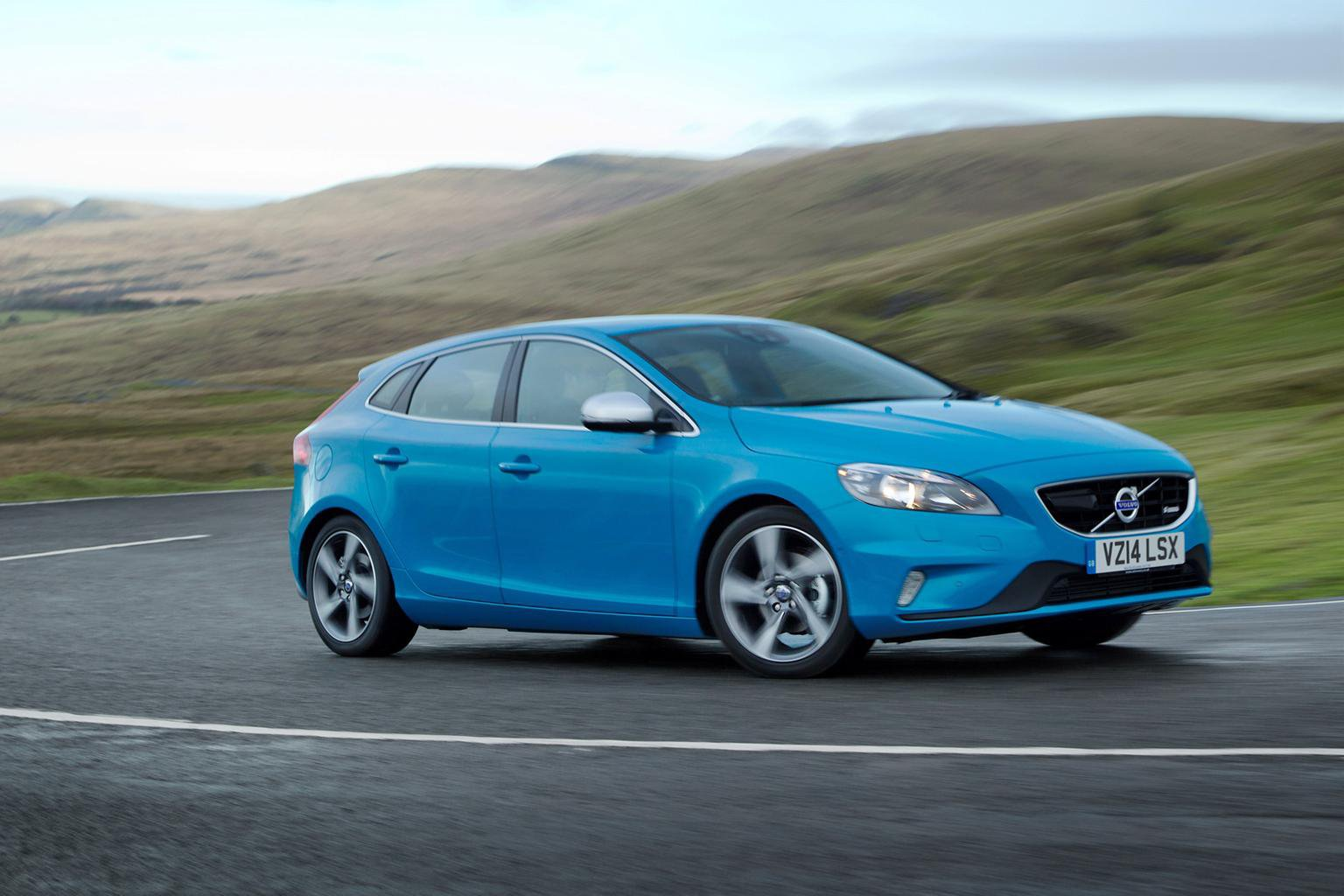 Better economy and lower CO2 for 2014 Volvo V40