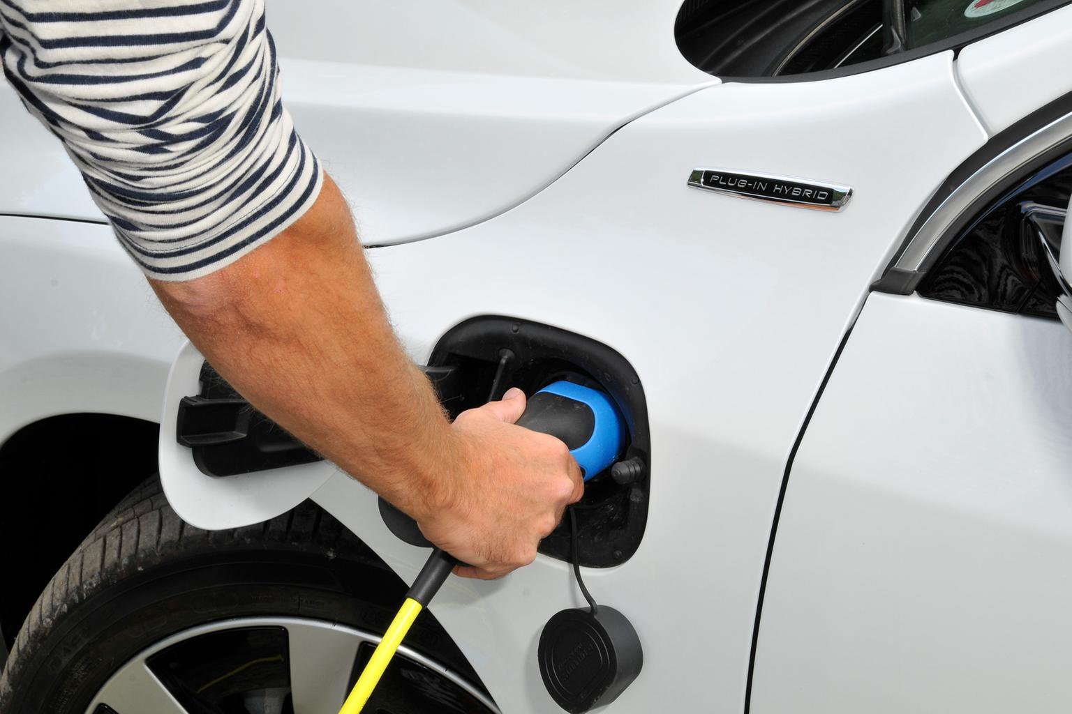 Government extends 5000 plug-in car grant