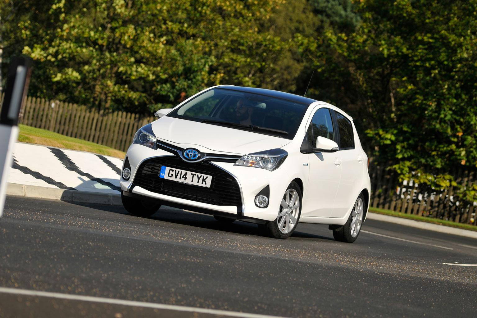 2014 Toyota Yaris Hybrid review