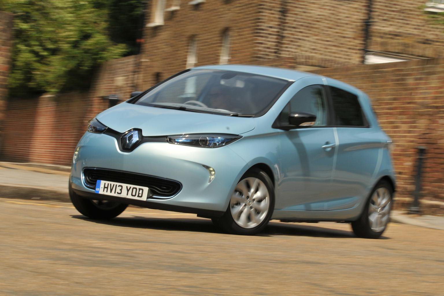Renault to double EV range and halve CO2 emissions