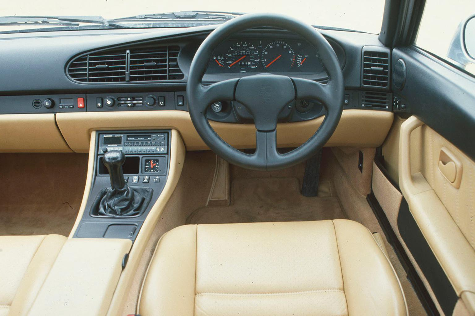 Porsche 968 dashboard
