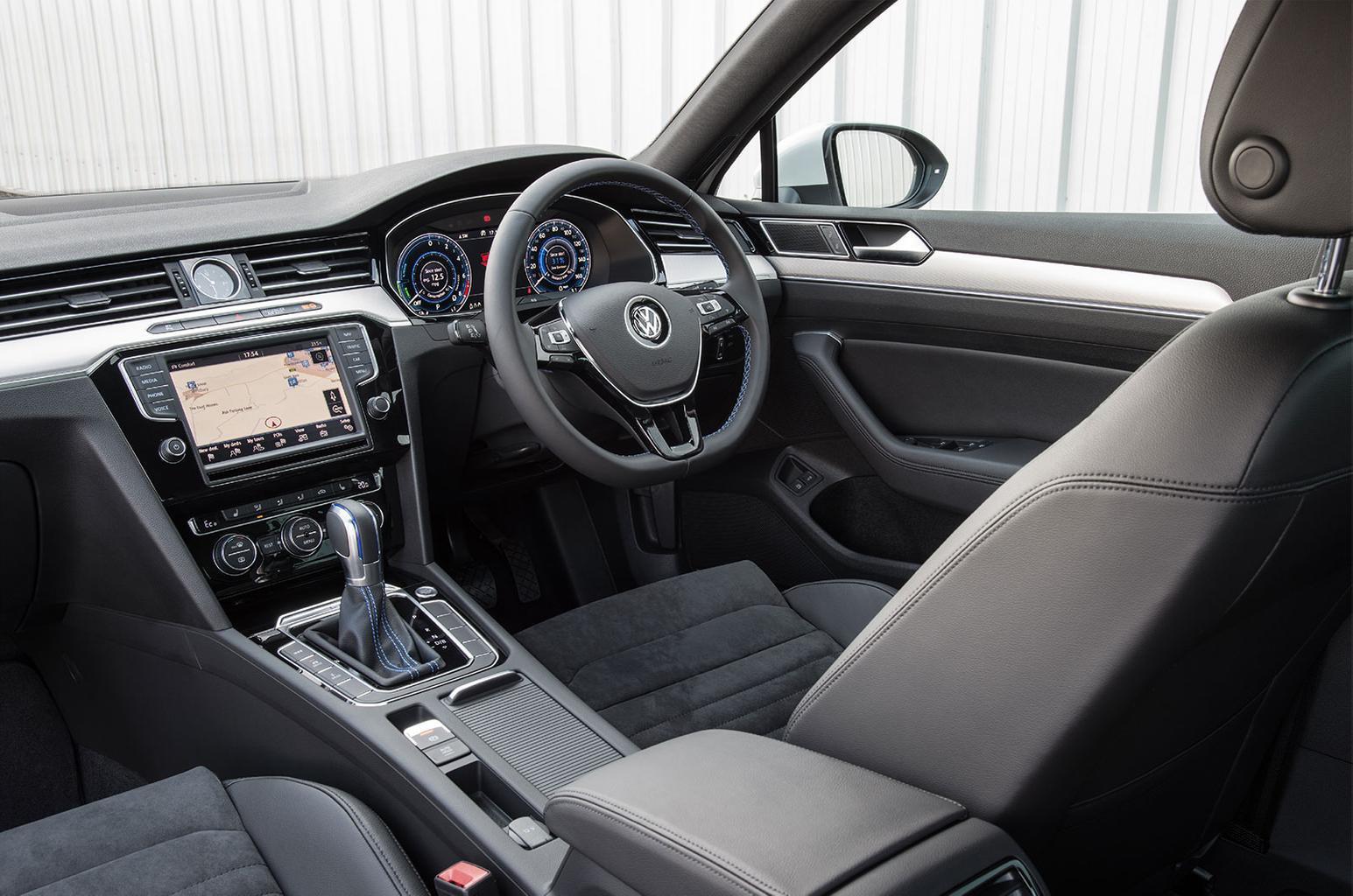 Volkswagen Passat GTE dashboard