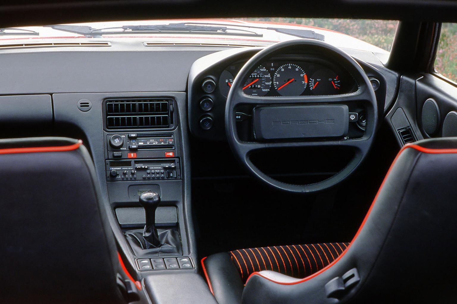 Porsche 928 dashboard