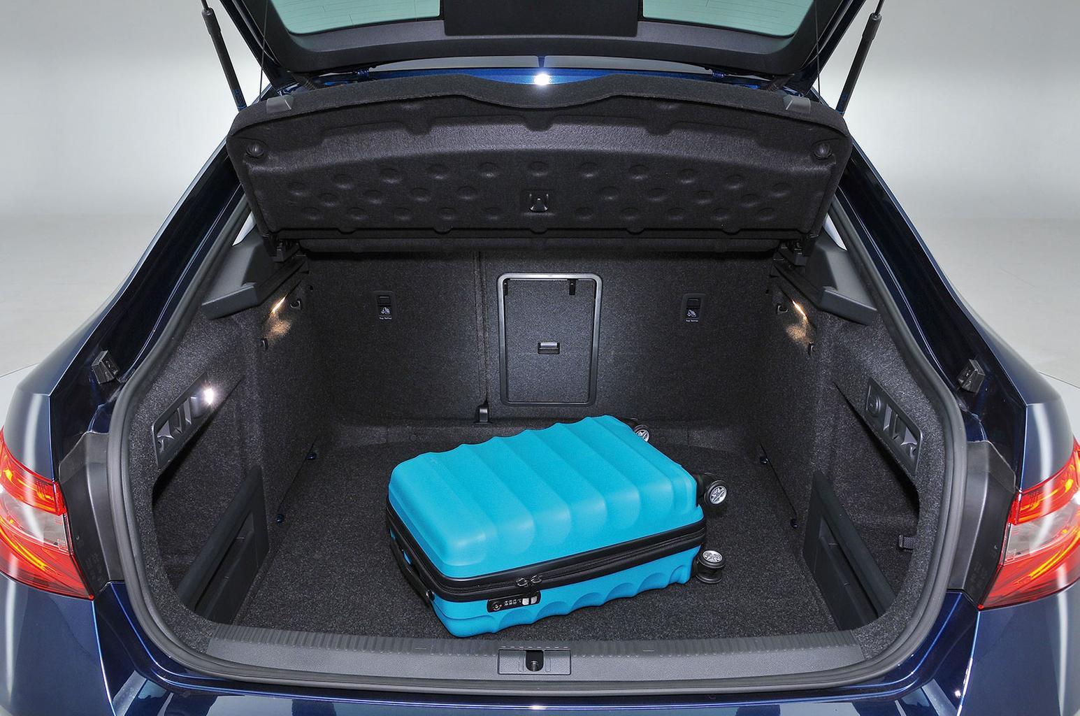 Skoda Superb rear backrest levers