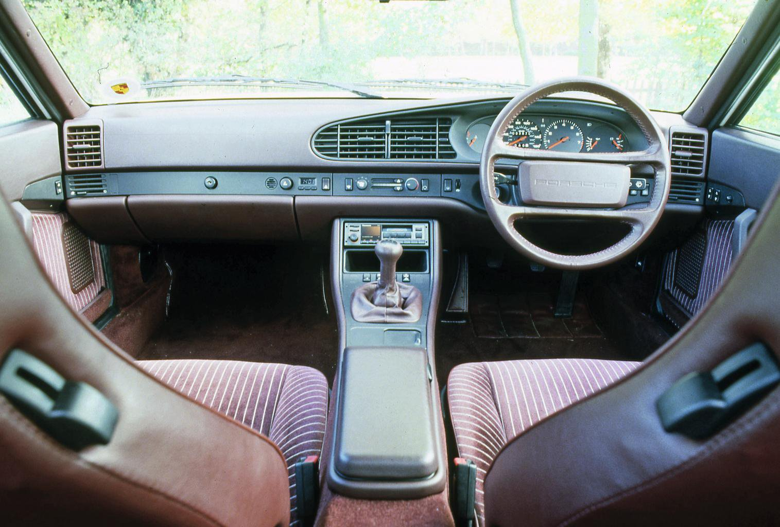 Porsche 944 dashboard