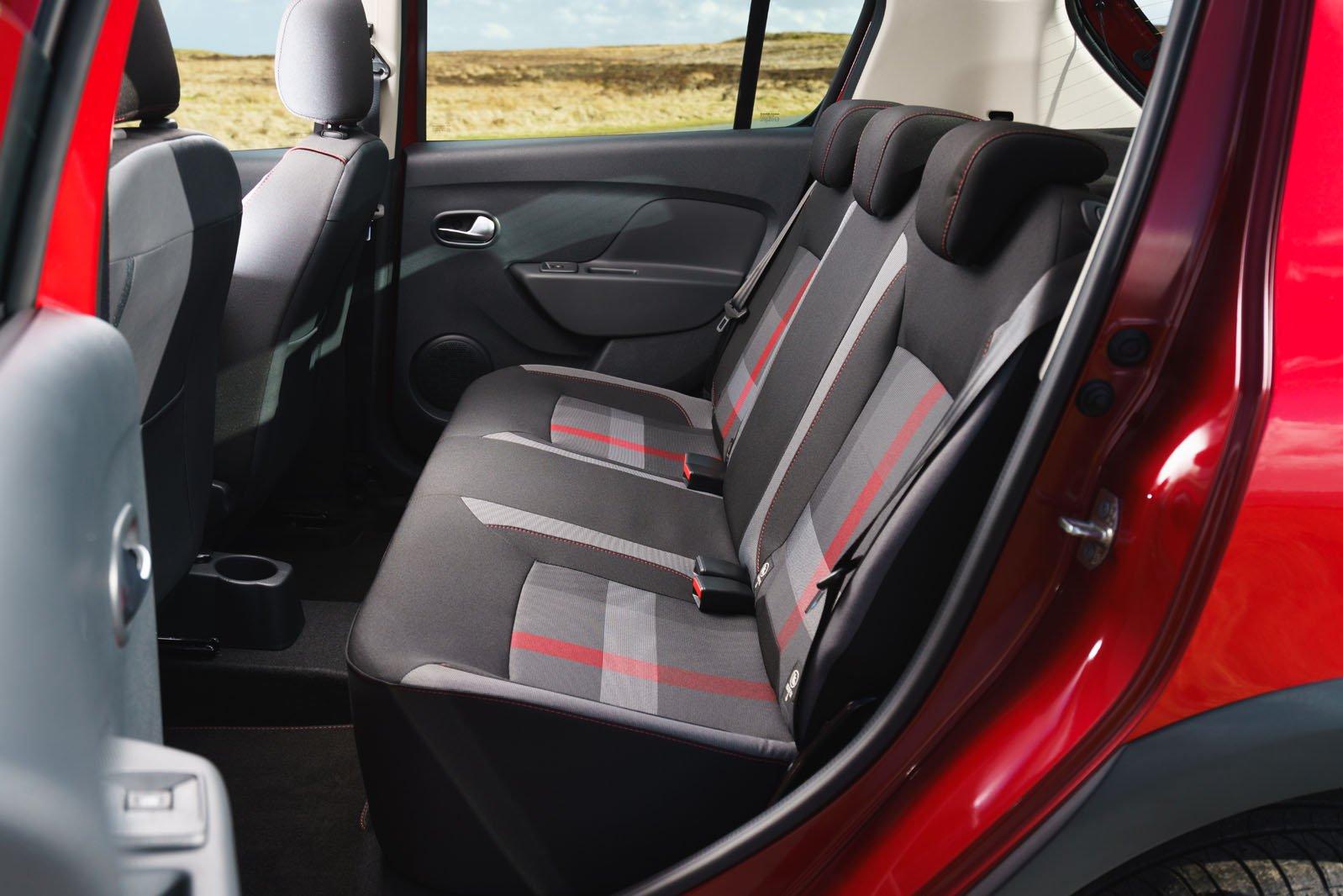 Dacia Sandero Stepway 2019 rear seats