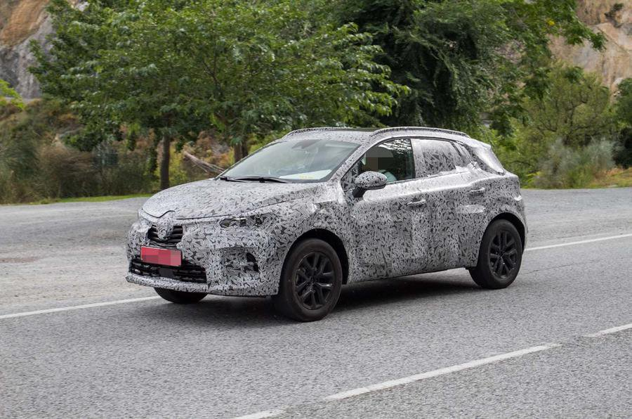 2019 Renault Captur spy shot