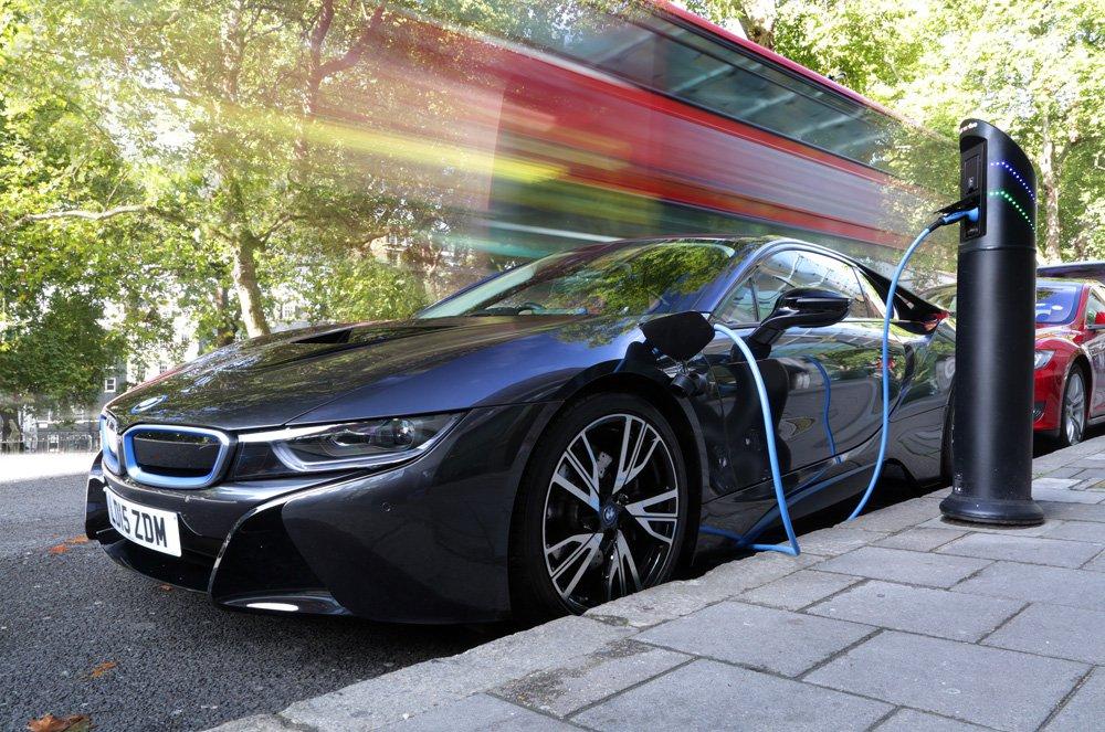 BMW i8 charging