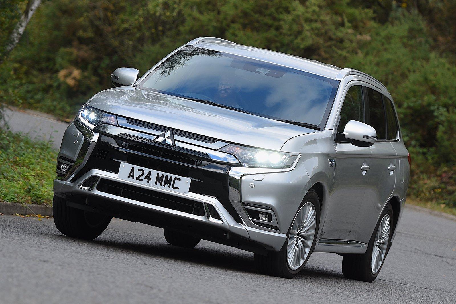 2018 Mitsubishi Outlander PHEV cornering