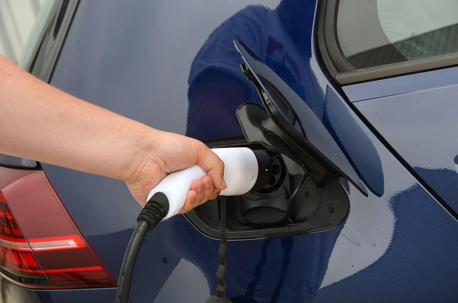 Volkswagen e-Golf charging