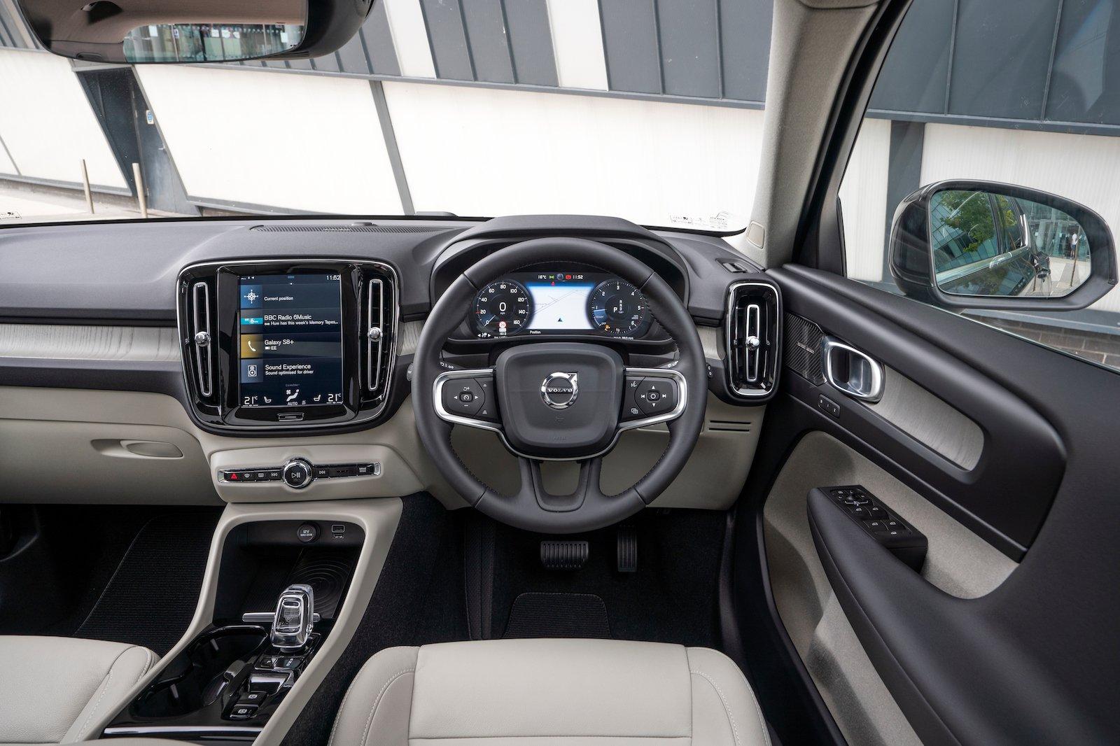 2018 Volvo XC40 dash