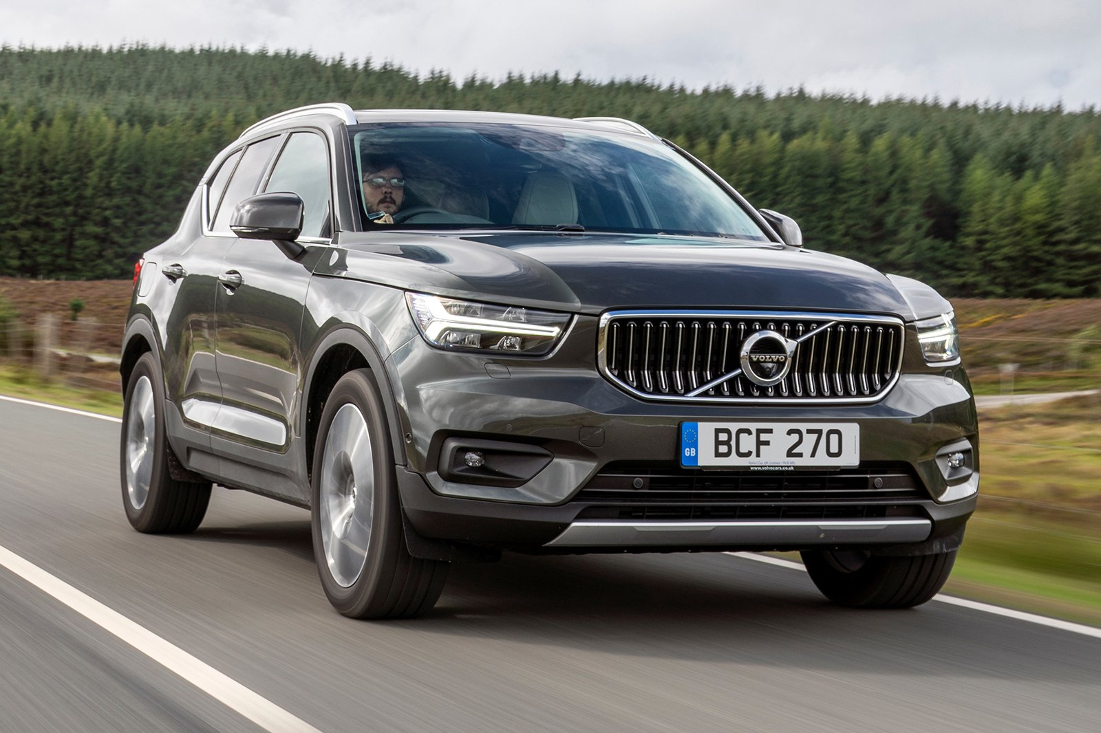 2018 Volvo XC40 front three quarter