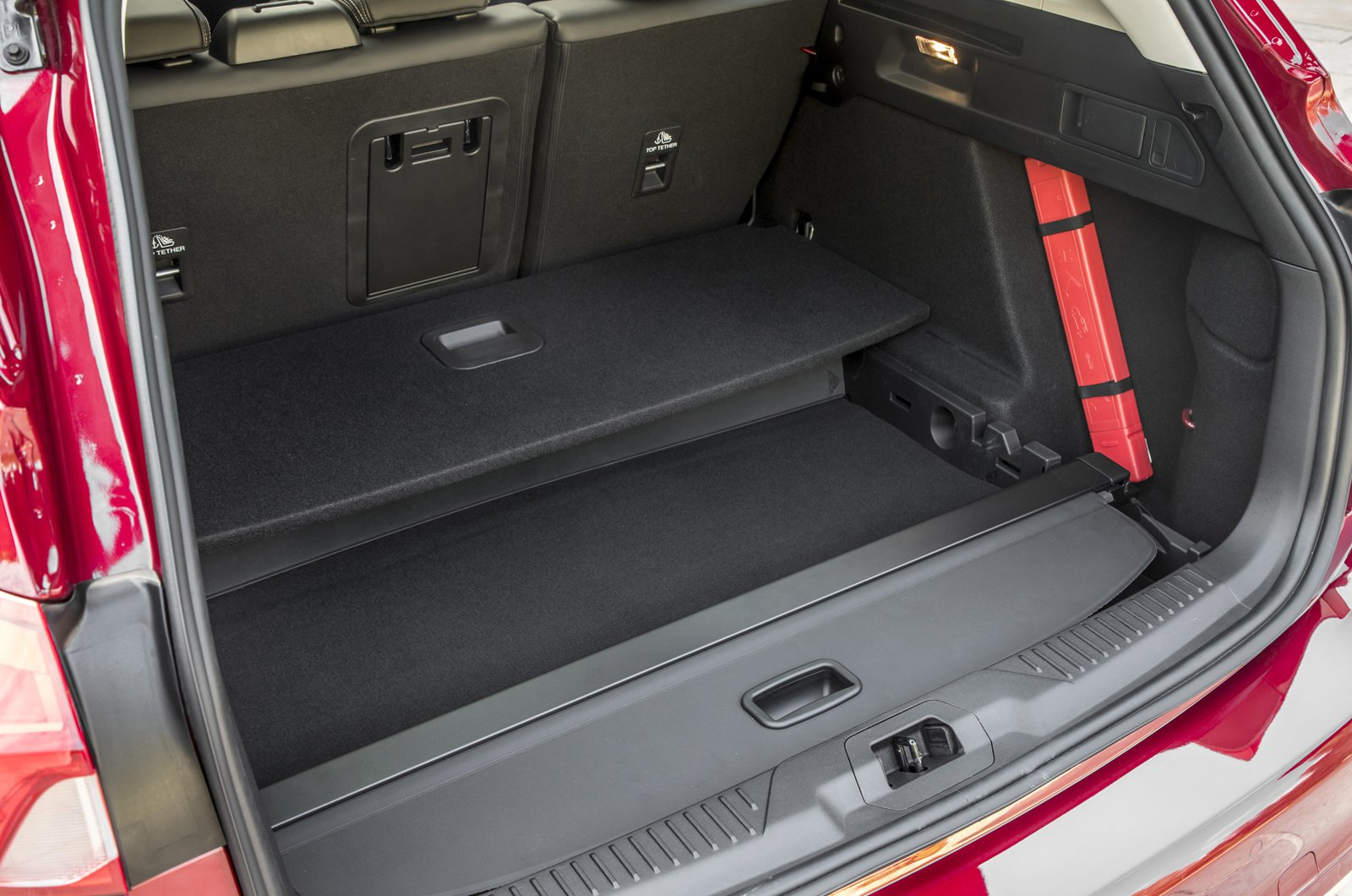 Ford Focus Estate underfloor storage