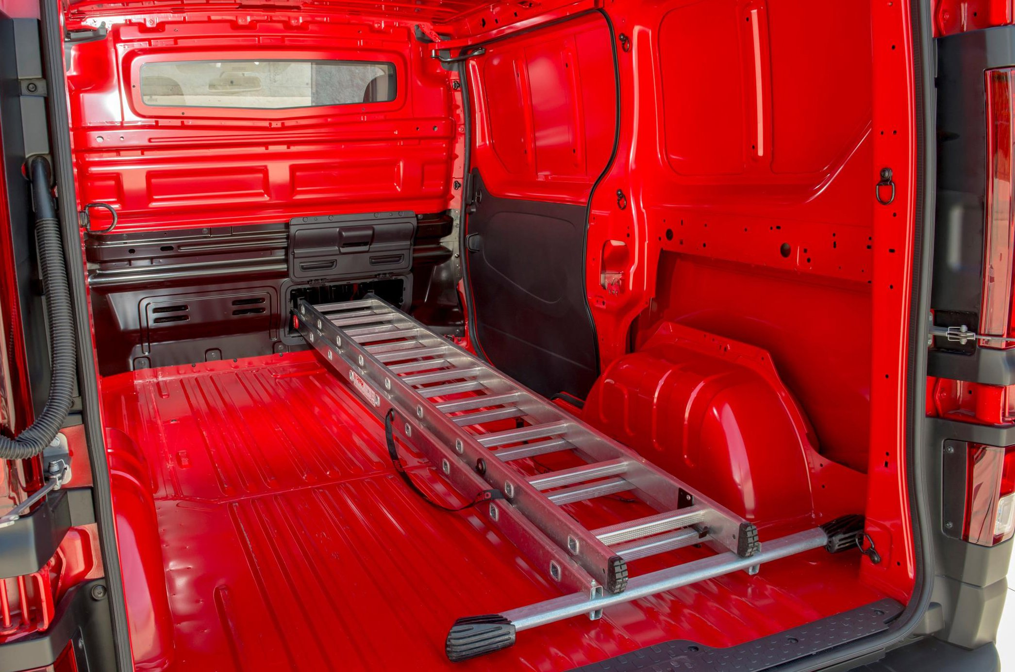 Nissan NV300 rear load space