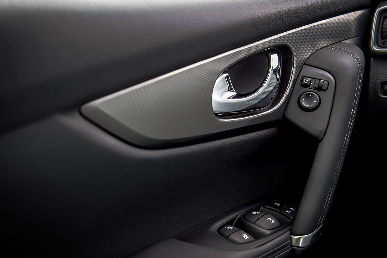 2019 Nissan Qashqai door trim