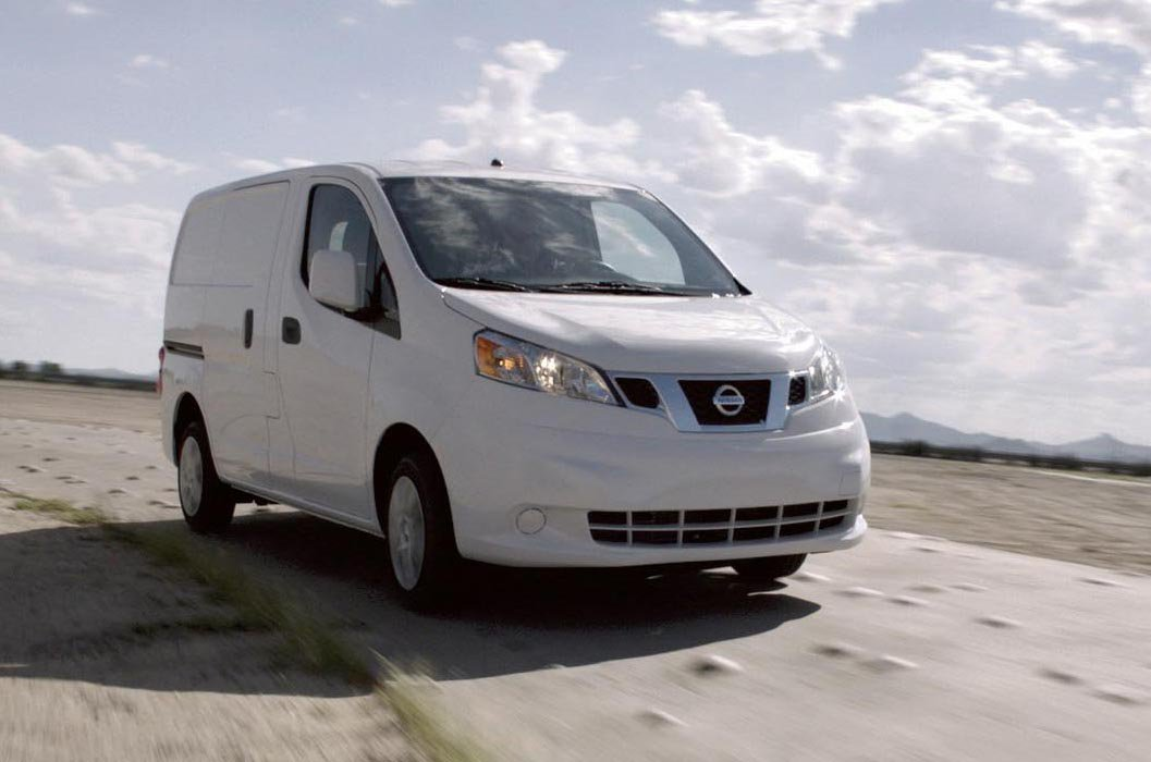 Nissan NV200 front action close up