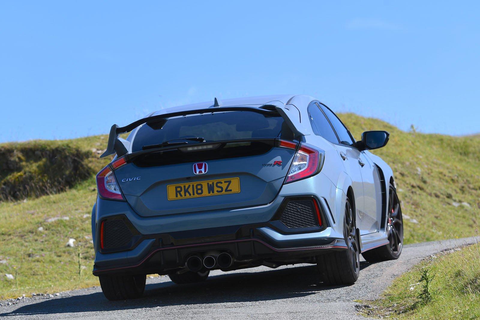 Honda Civic Type R 2018 rear right tracking shot