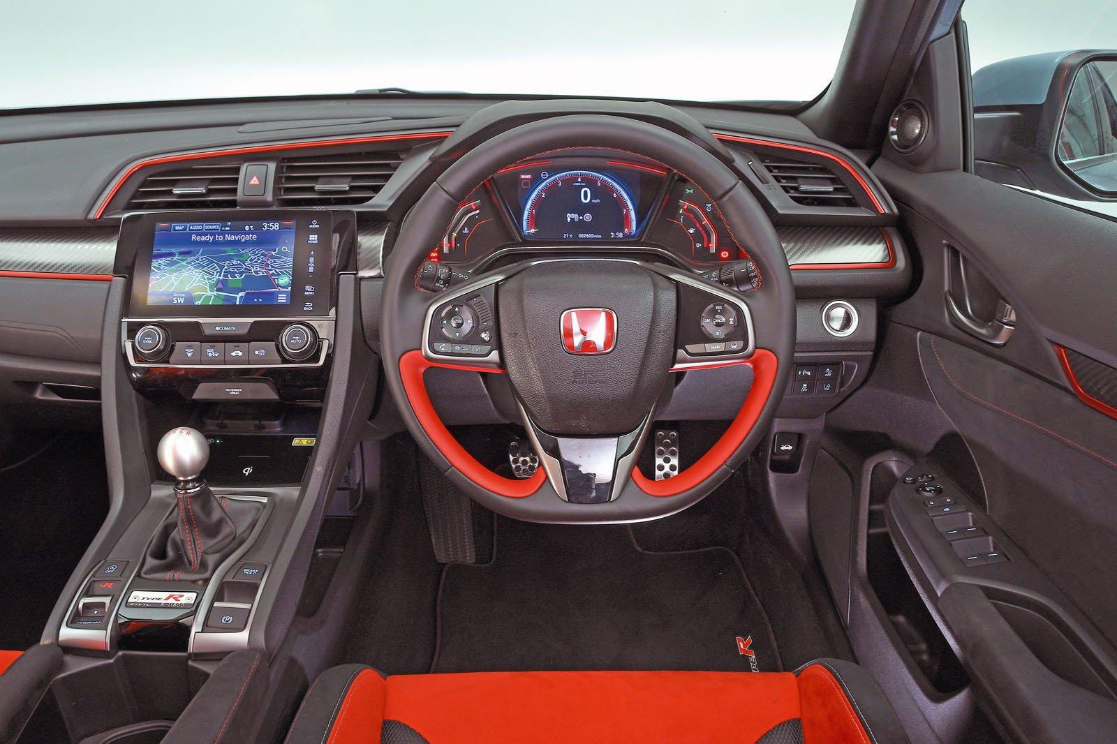 Honda Civic Type R 2018 RHD dashboard