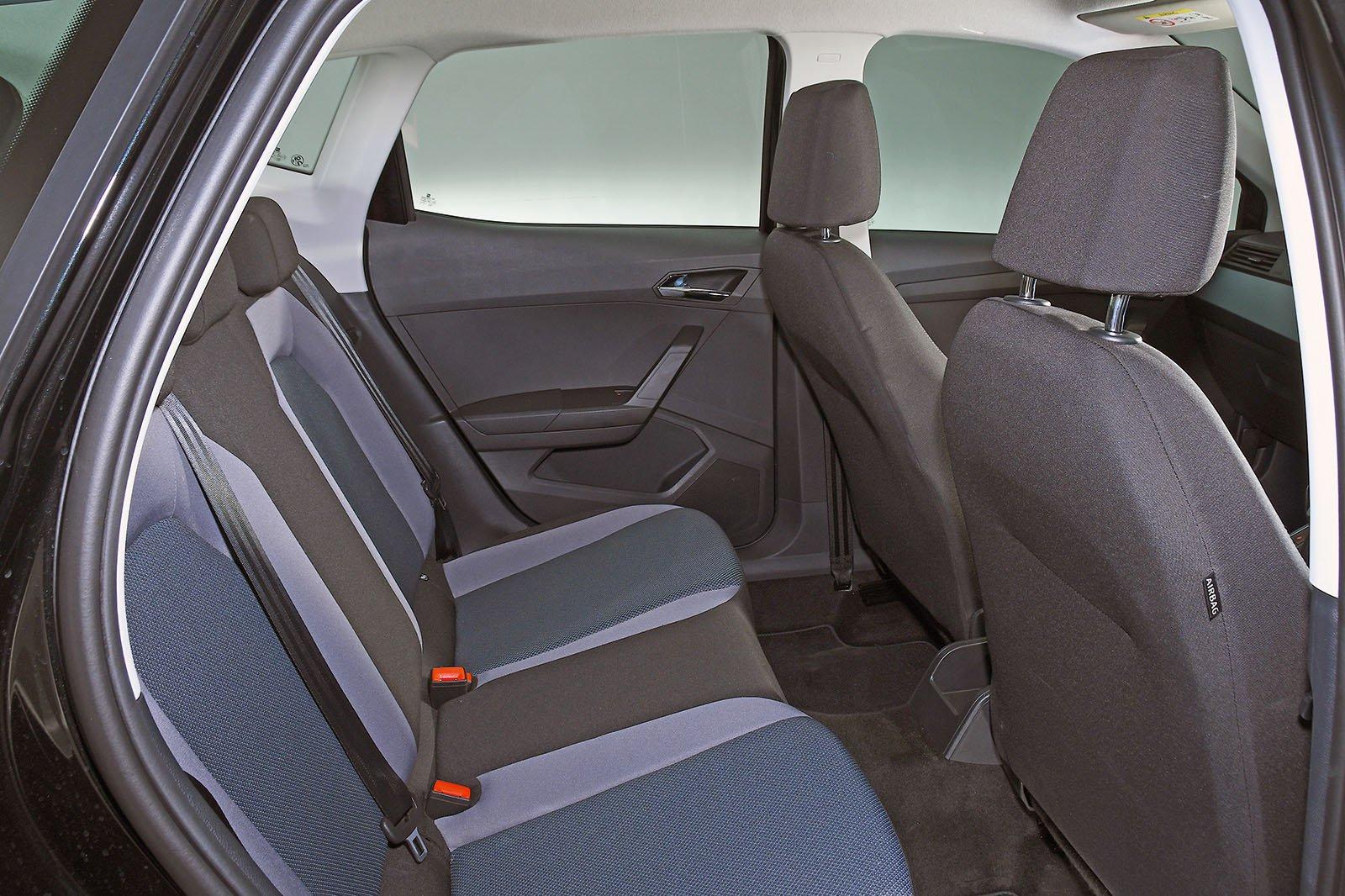 Seat Arona back seats