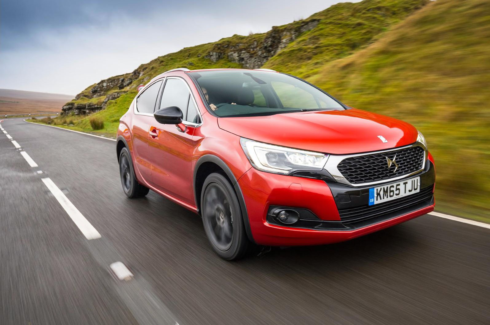 DS 4 Crossback front three-quarter