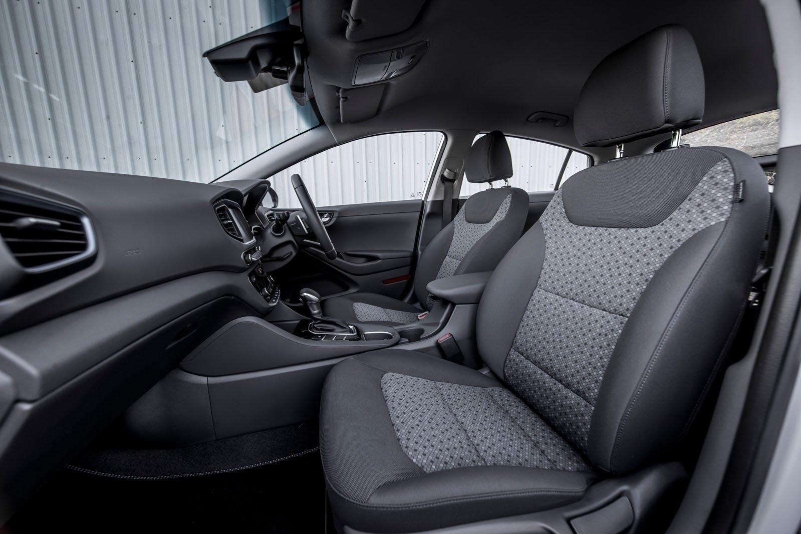 Hyundai Ioniq 2018 front seats