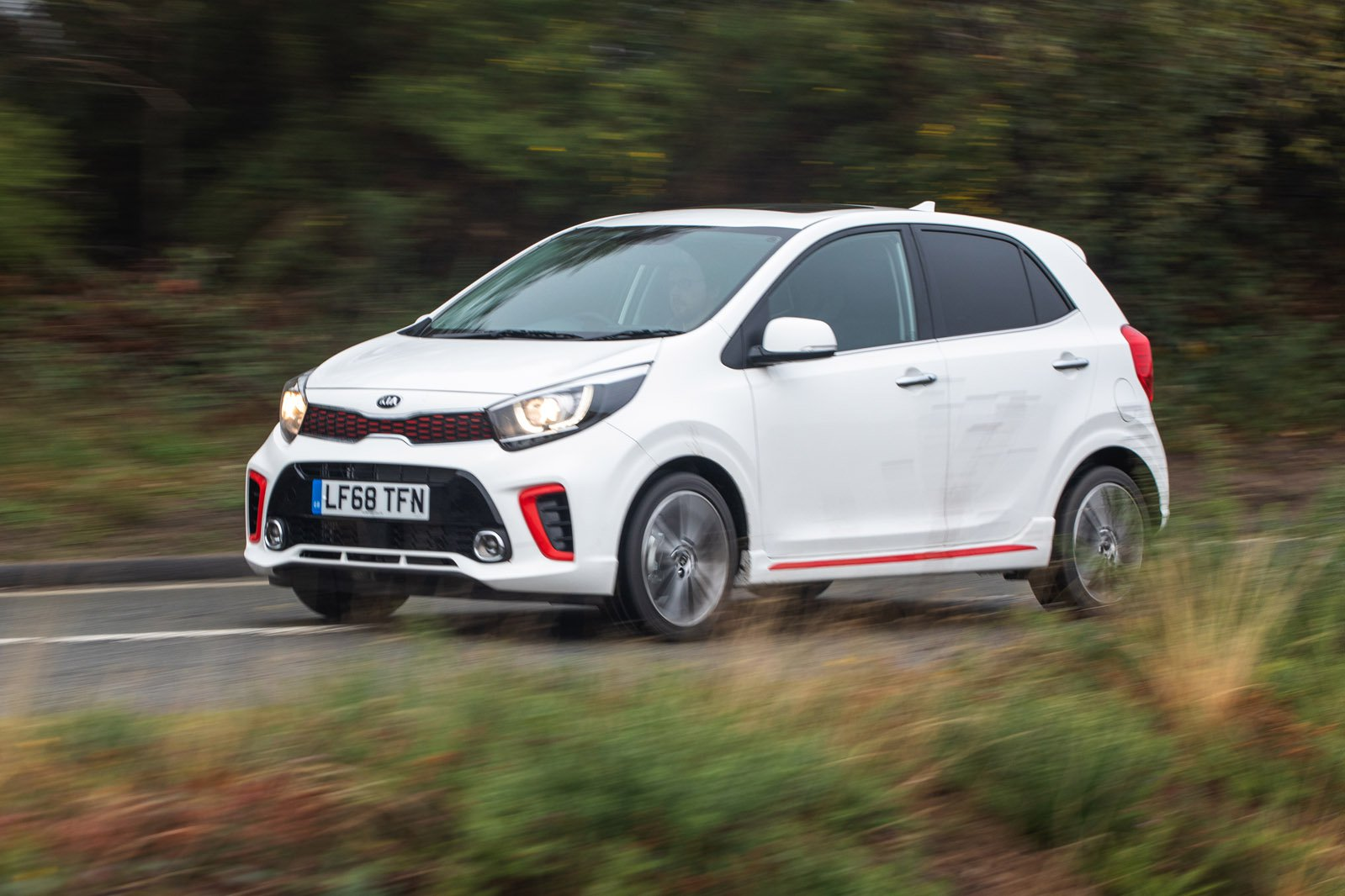 Kia Picanto 2019 front left tracking shot