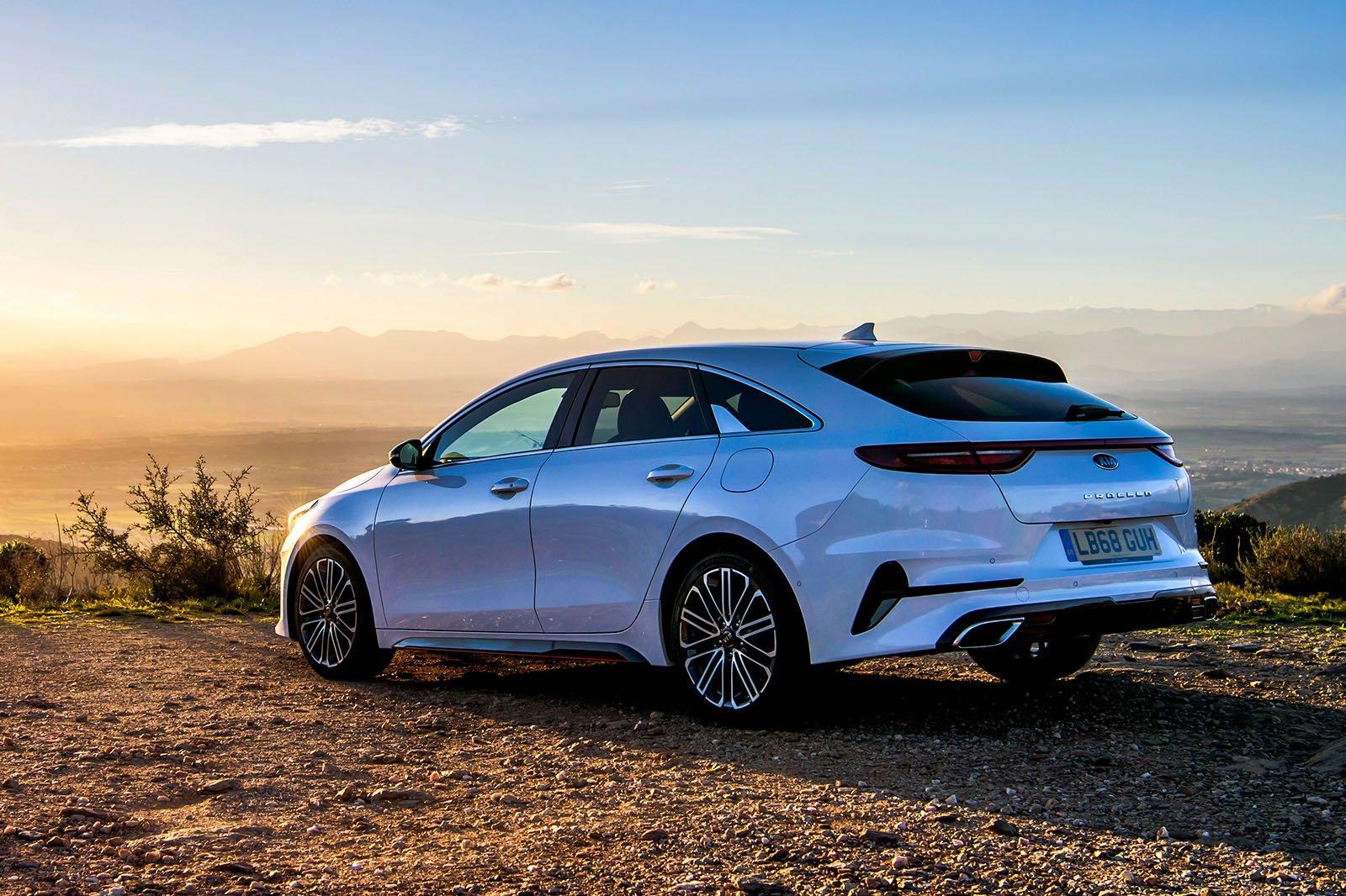 2019 Kia Proceed rear sunset