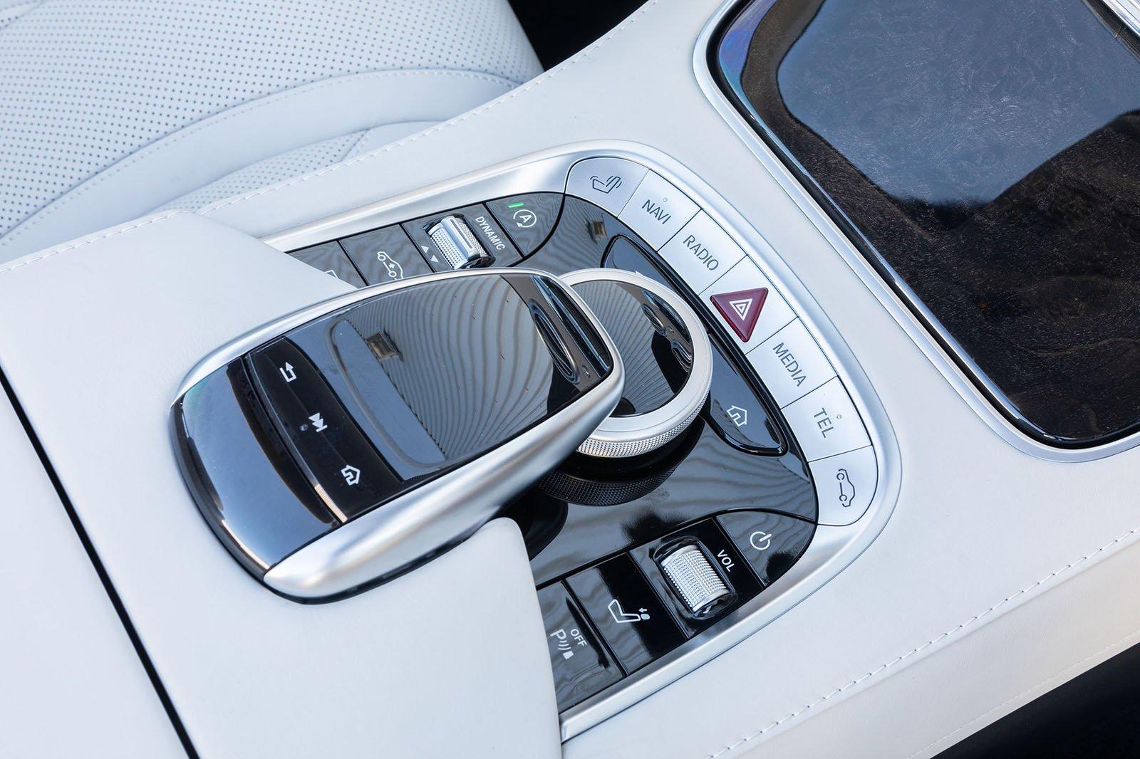 Mercedes-Benz S Class Cabriolet 2019 infotainment