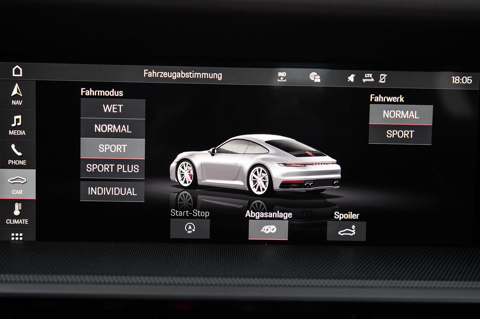 Porsche 911 992 2019 infotainment 1