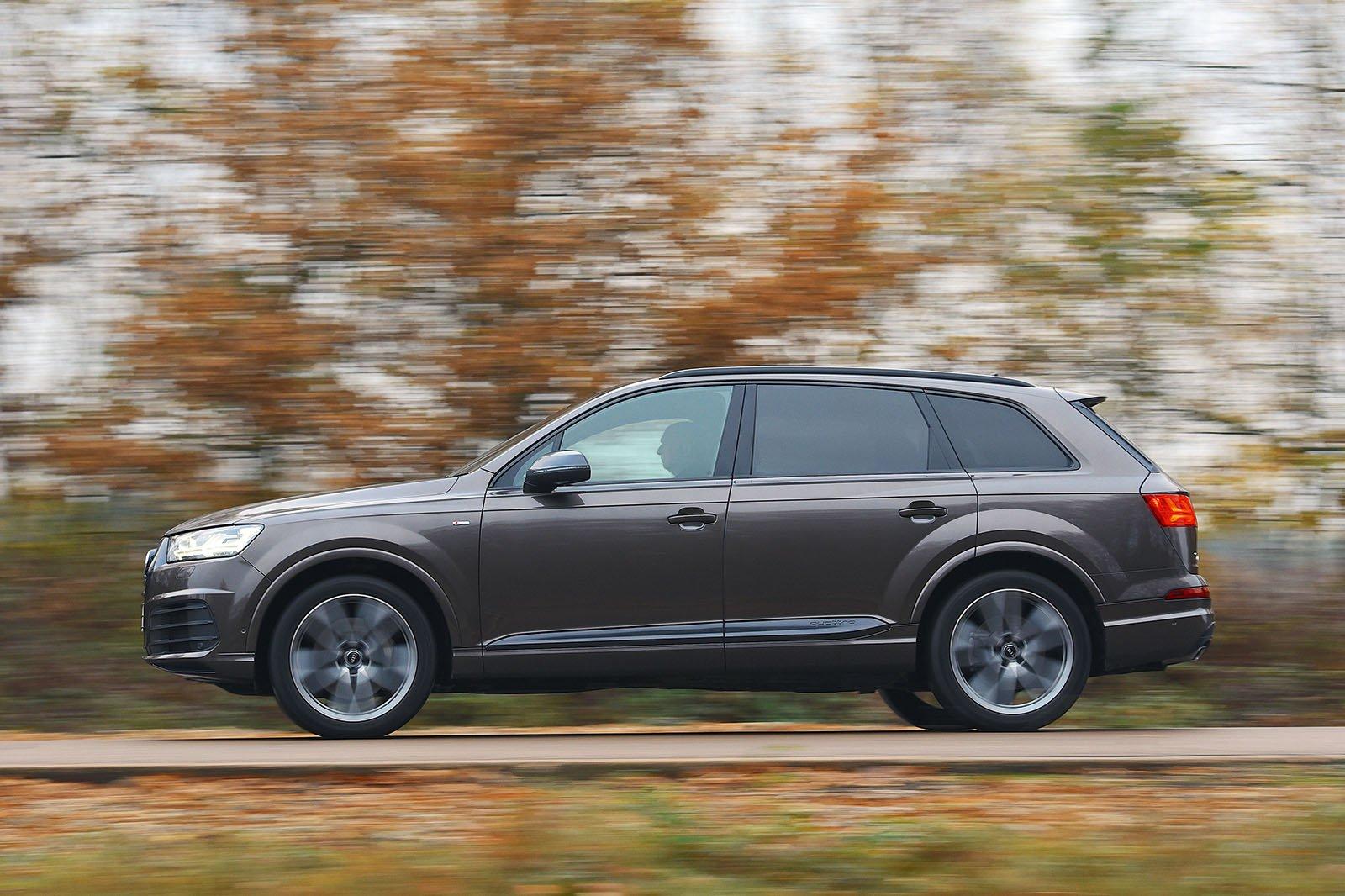 Audi Q7 driving