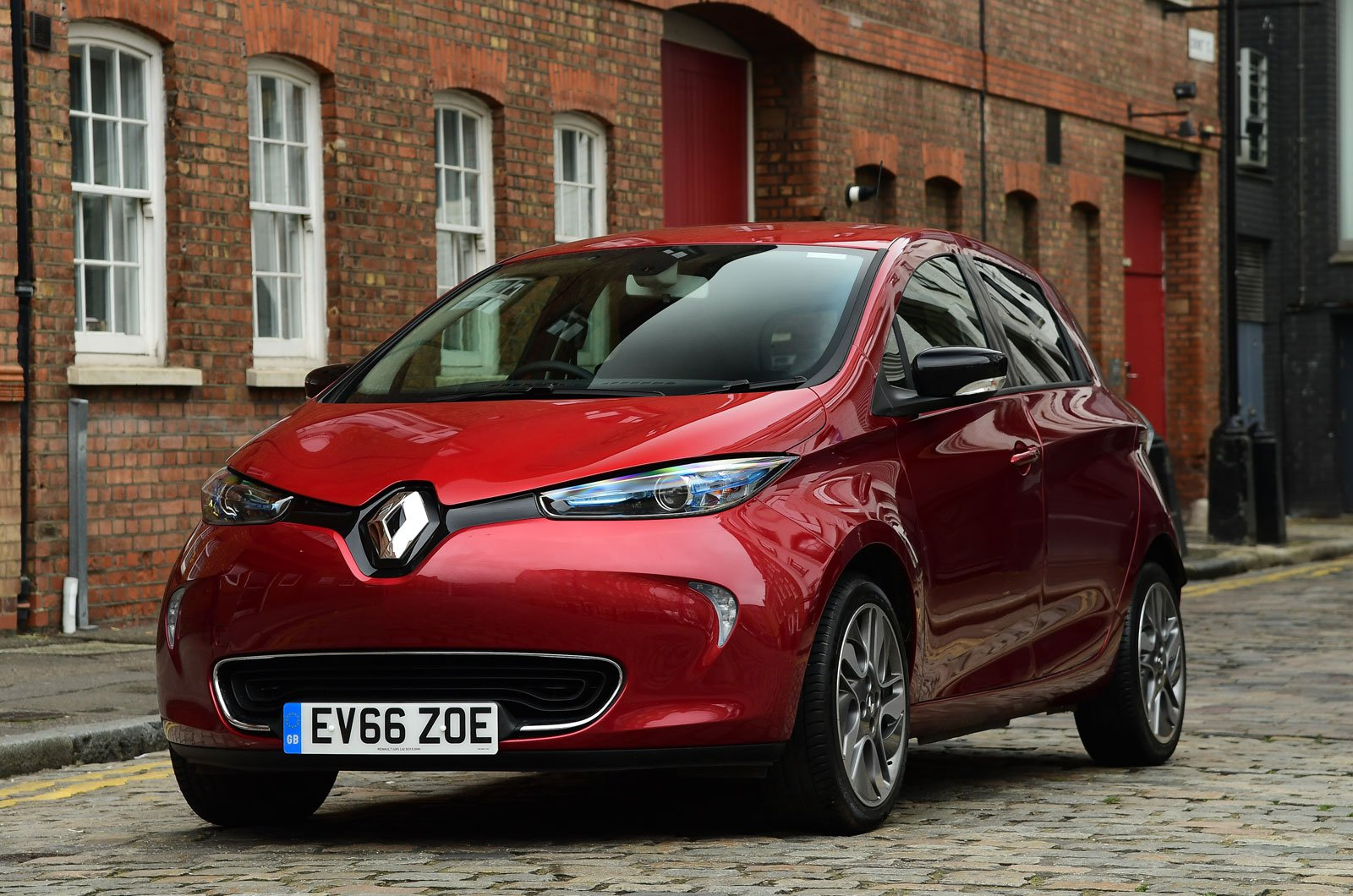 The Zoe S Main Strength Is That It Feels Like A Conventional Stylish Nippy Small Car And Just Hens To Cost Pennies Run Electric Motor Has