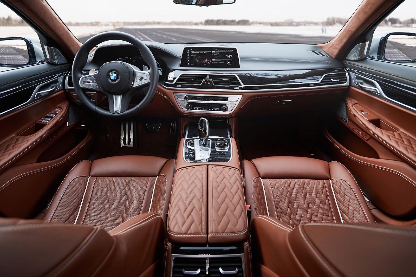 2019 BMW 745e dash