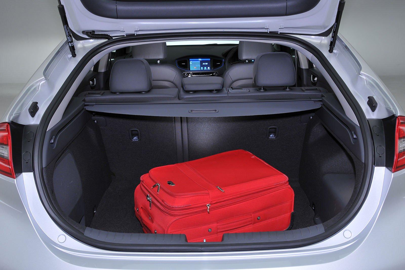 Used Hyundai Ioniq boot