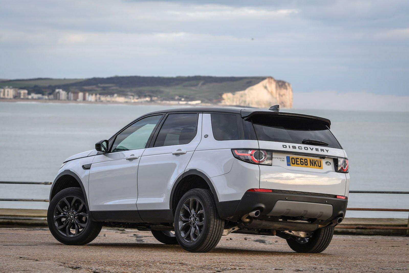 Land Rover Discover Sport 2019 left rear cornering shot