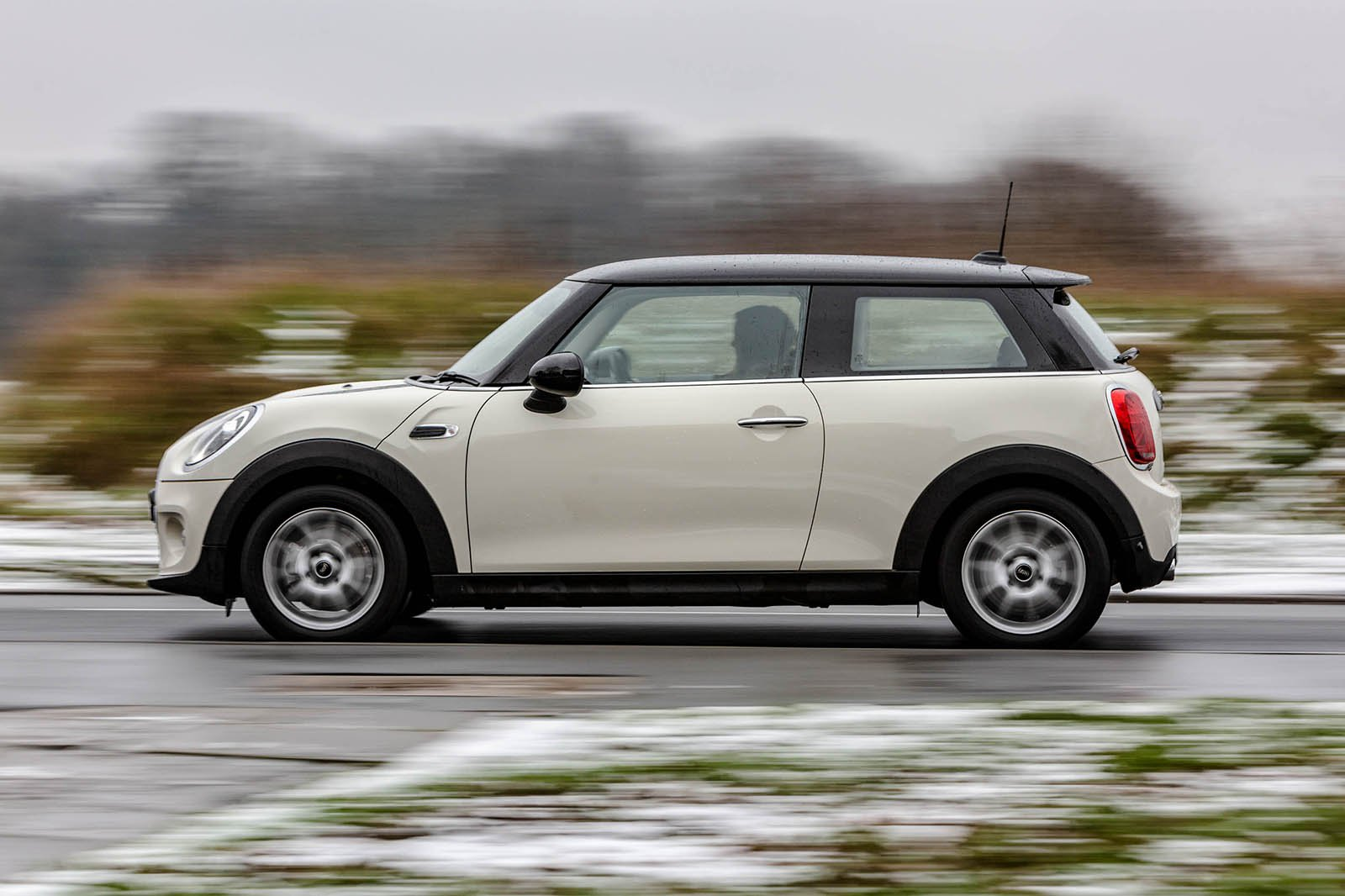 Mini Cooper 3dr 2019 side tracking shot