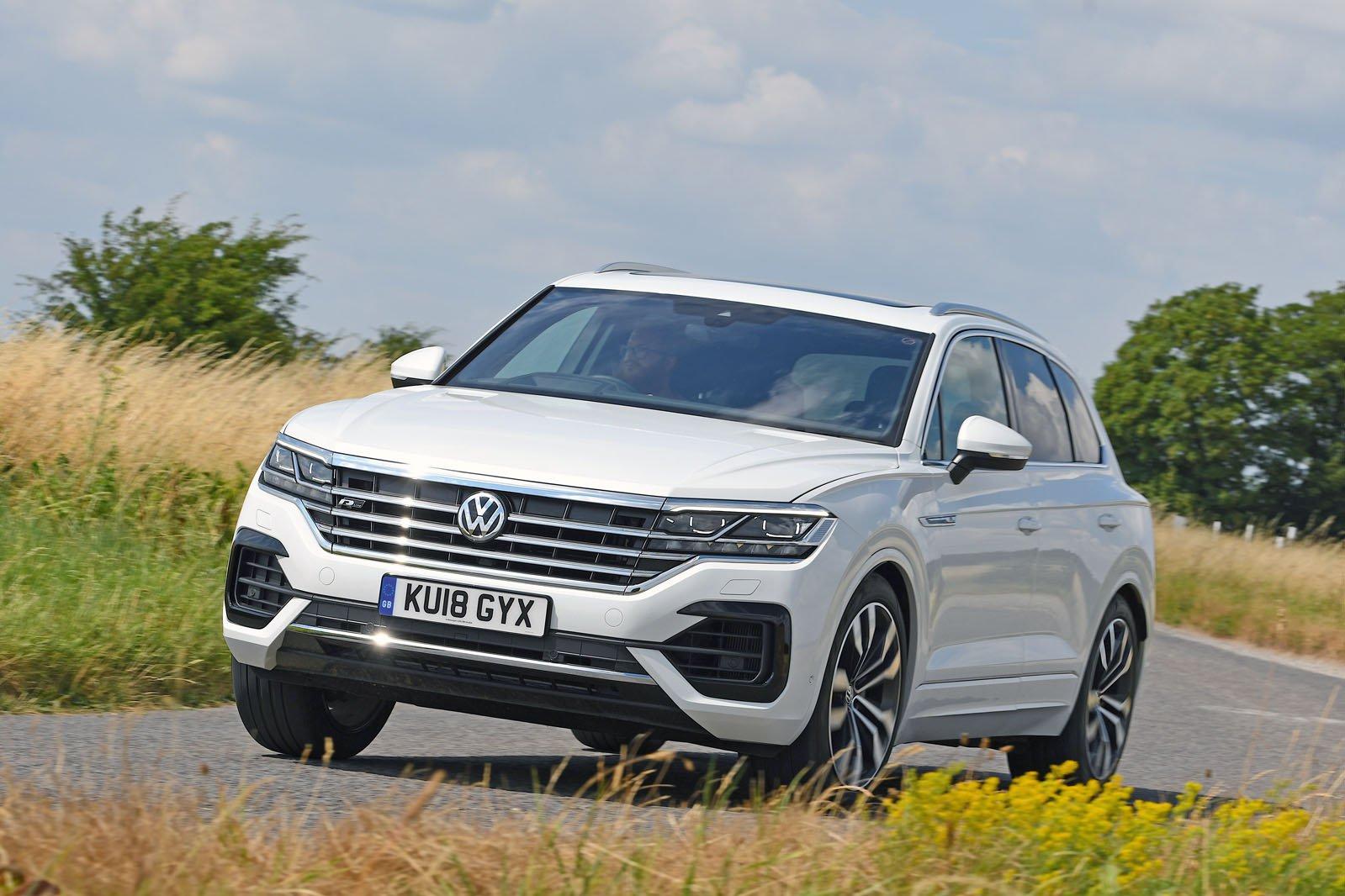 Volkswagen Touareg 2019 cornering shot