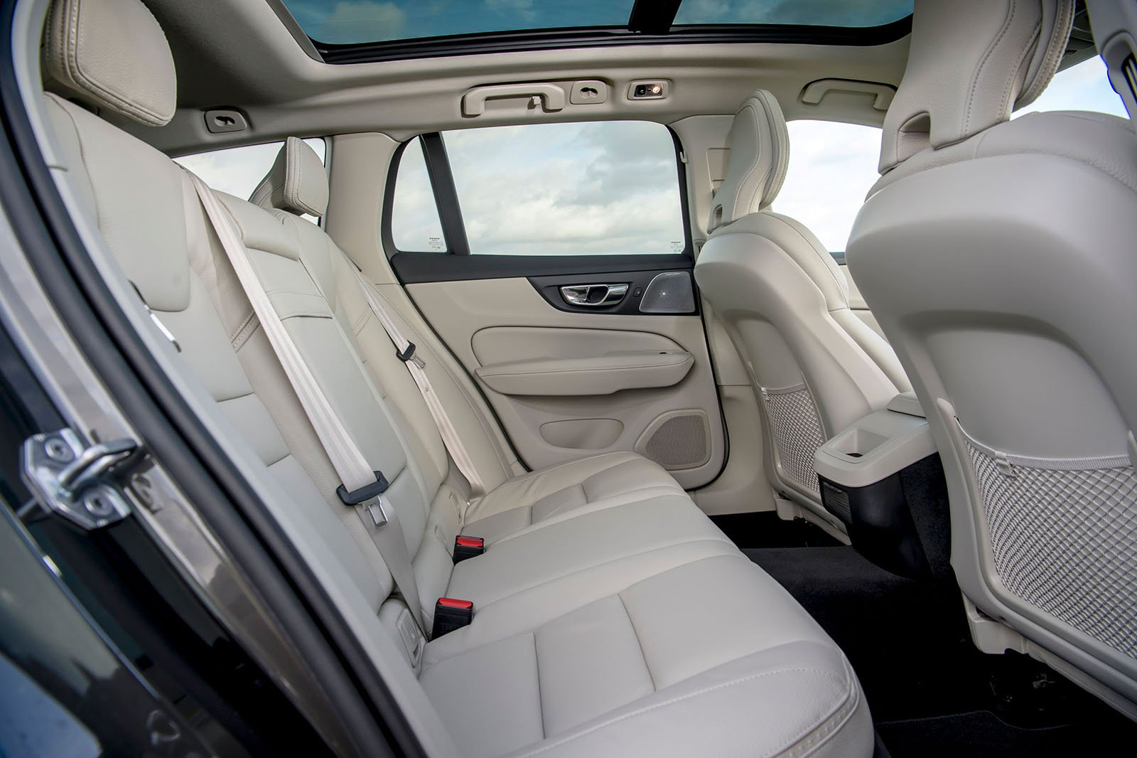 Volvo V60 CC 2019 rear seats