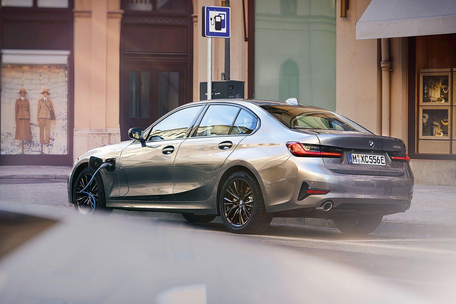 2019 BMW 330e rear three quarters