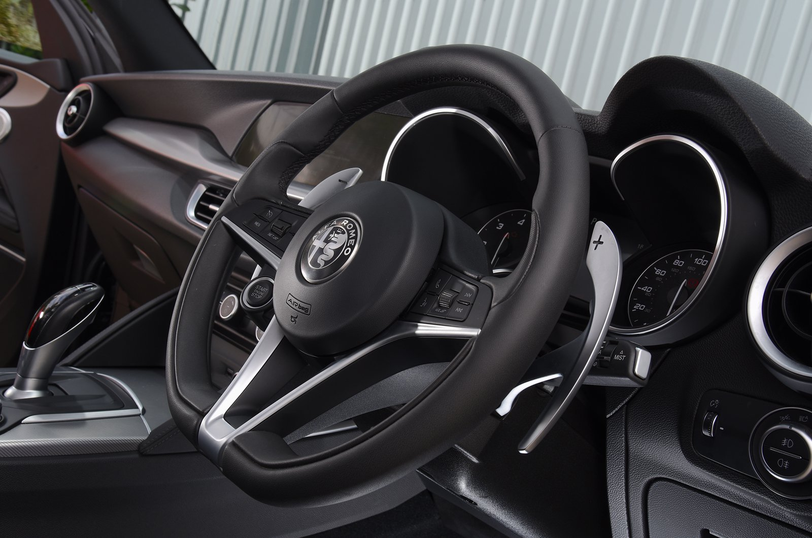 LT Alfa Romeo Stelvio steering wheel