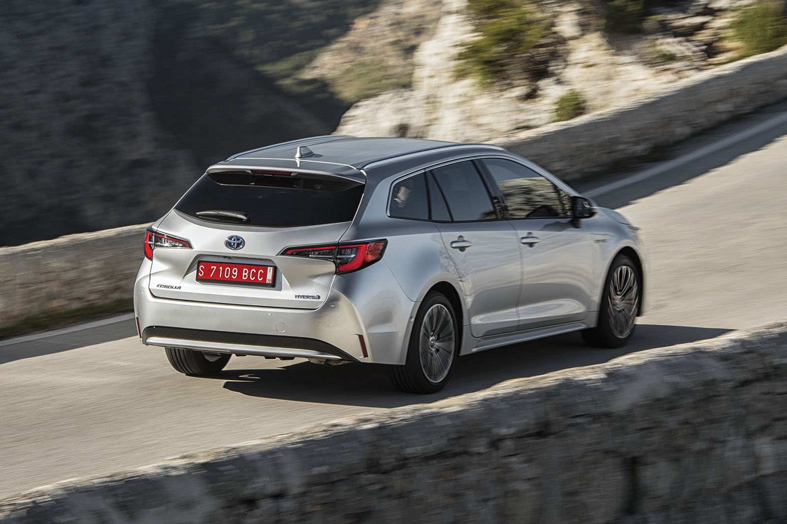 Toyota Corolla Touring Sport 2019 rear tracking