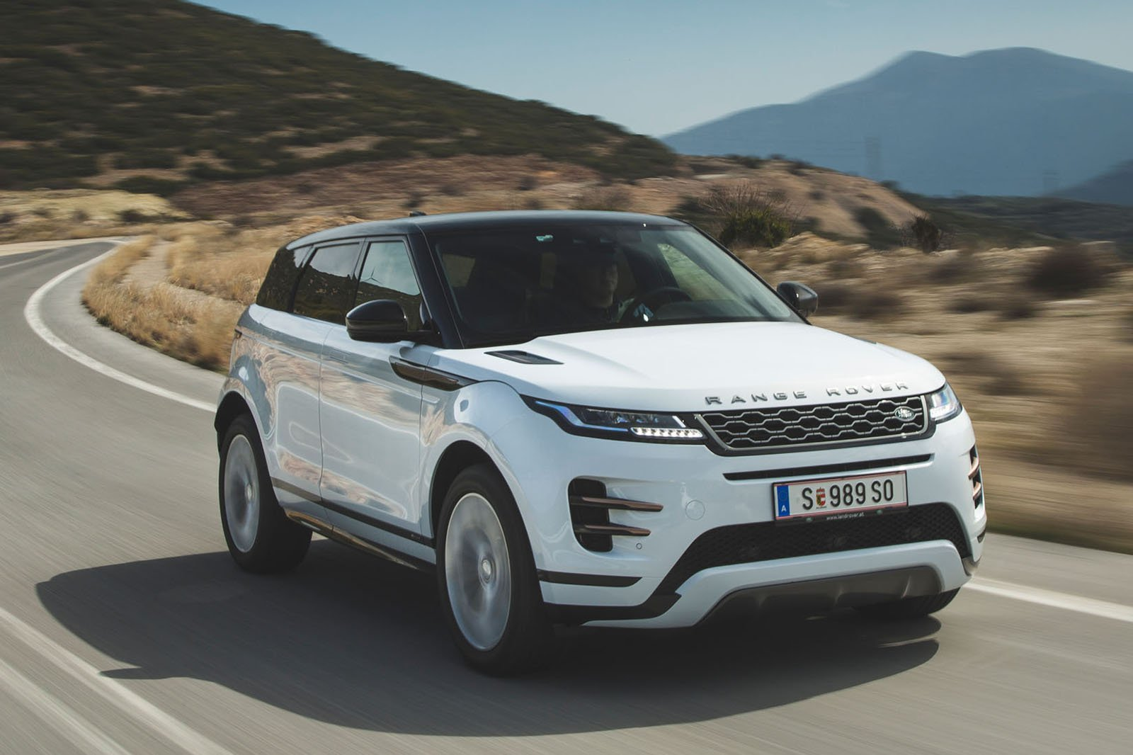 Land Rover Range Rover Evoque 2019 front tracking