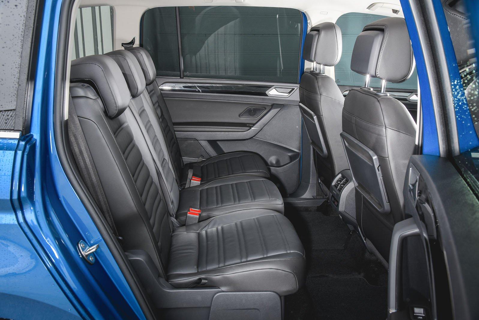 Volkswagen Touran 2019 rear seats