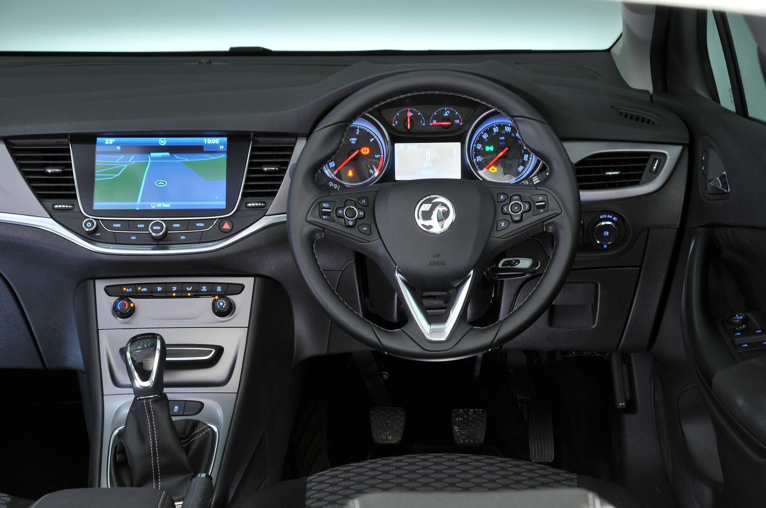 1: Vauxhall Astra 1.6 CDTi 110 Ecoflex - interior