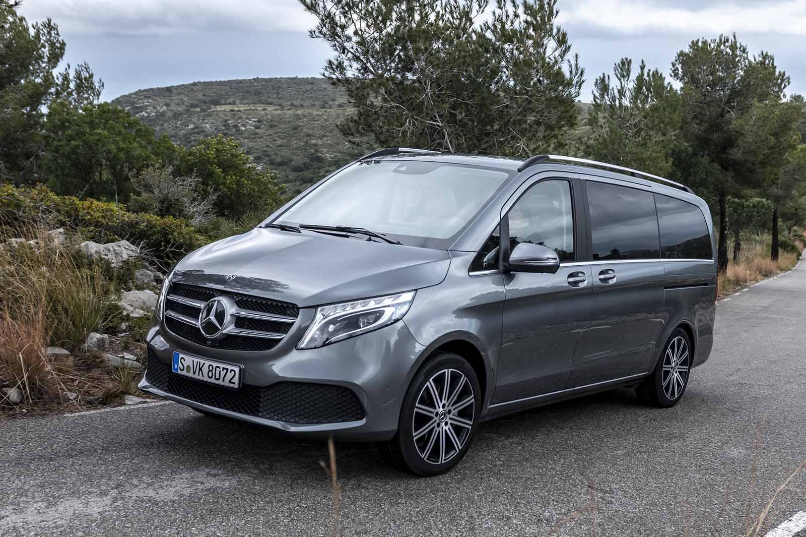 Mercedes-Benz V-Class 2019 front right tracking