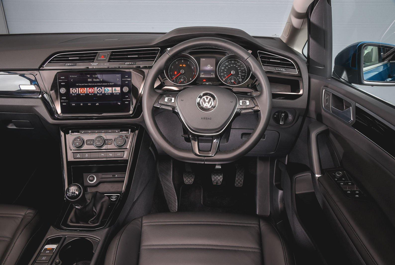 9: Volkswagen Touran 1.6 TDI 115 - interior