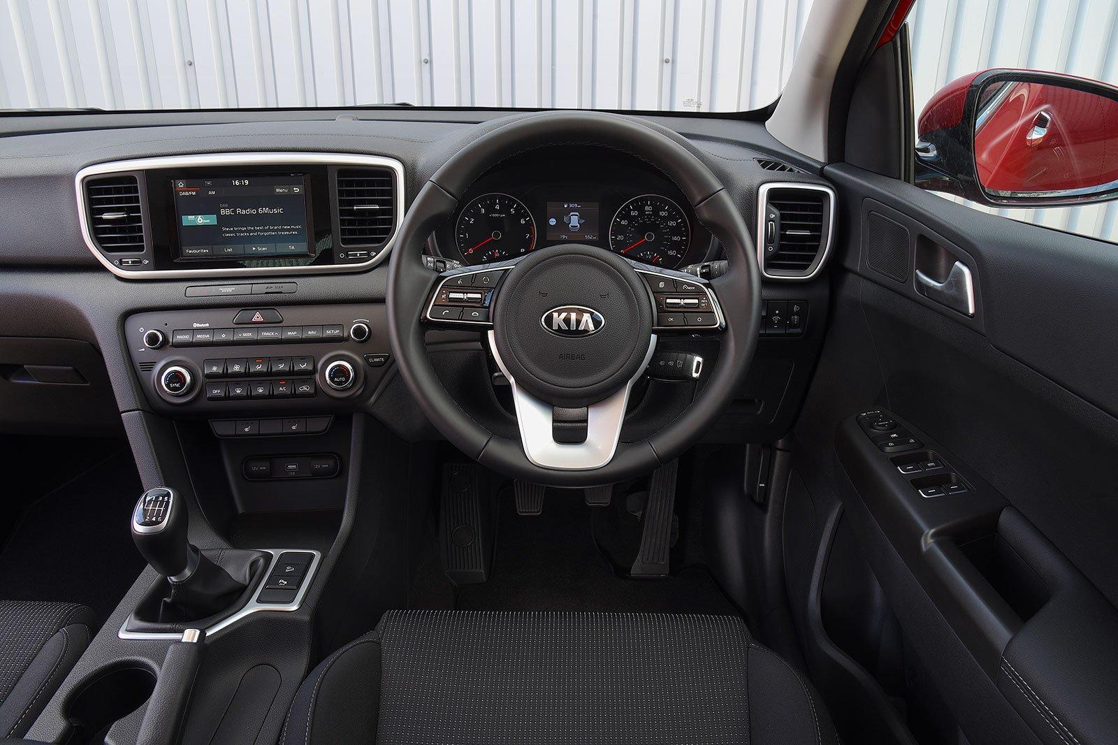 8: Kia Sportage 1.7 CRDi - interior