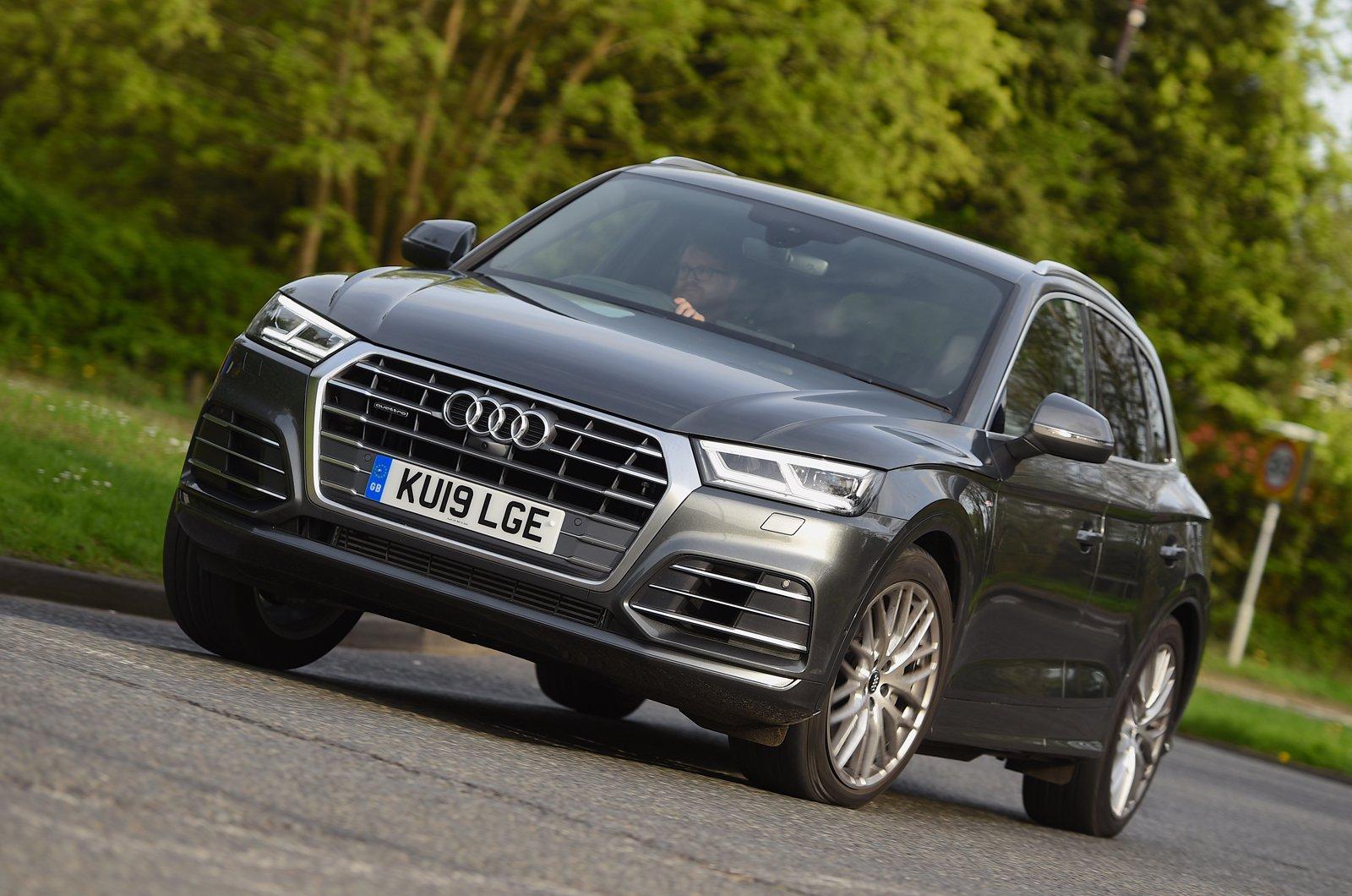 Audi Q5 front - 19 plate
