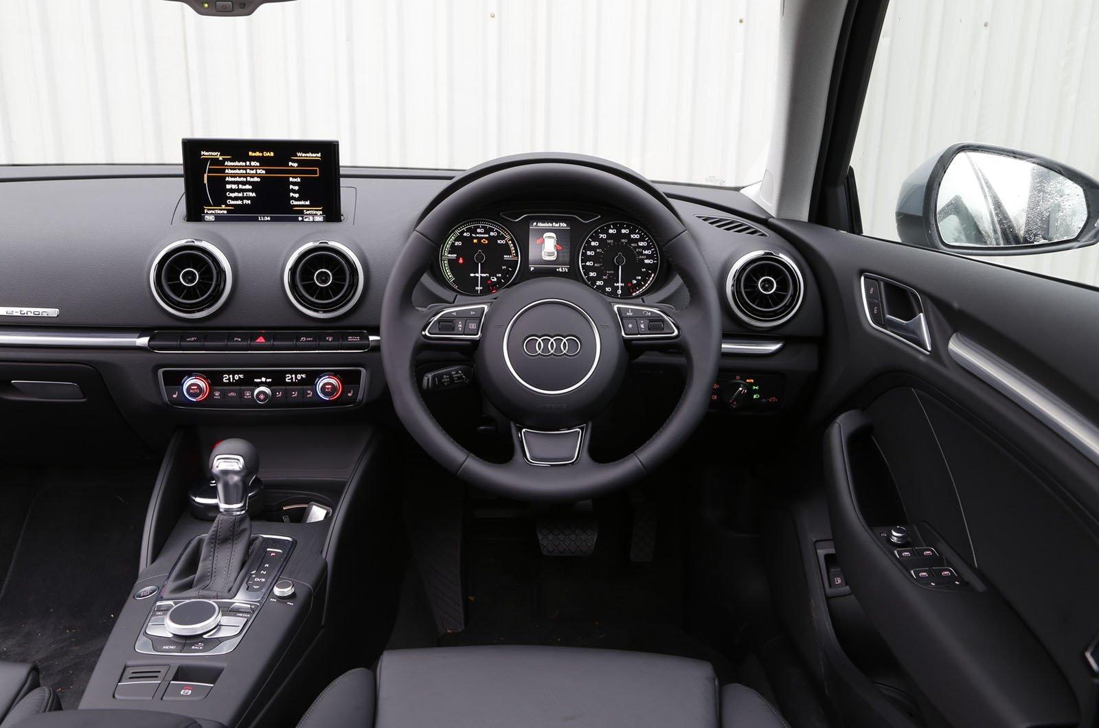 6: Audi A3 e-tron - interior